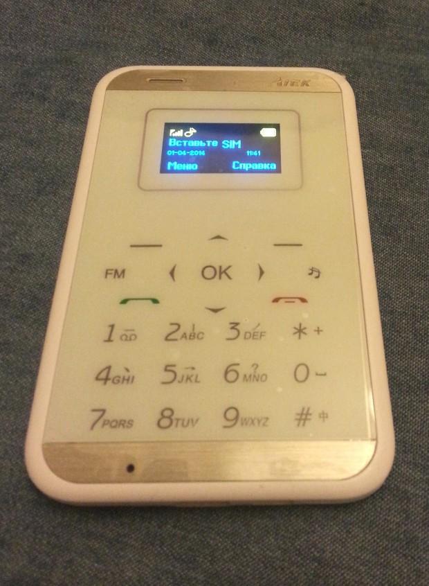 Самый  маленький мобильный  телефон Aiek