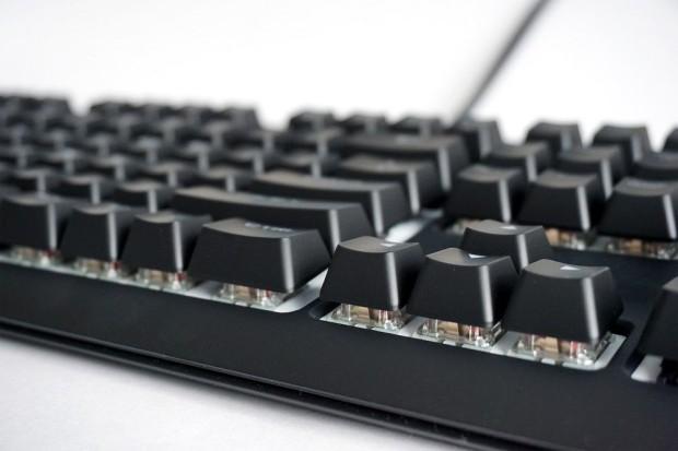 Традиционная клавиатура с высоким профилем